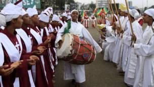 Un choeur sur la grande place d'Addis Abeba lors de la célébration de Mesquel ou fête de la Vraie croix, dans le calendrier liturgique de l'église orthodoxe éthiopienne. 26 09 2013 Photo Reuters