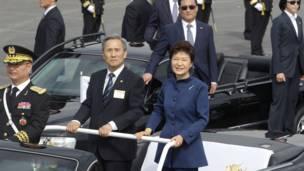 韩国总统朴瑾惠,国防部长金群进