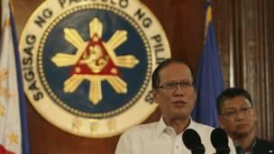 الرئيس الفلبيني بنينو أكينو يتحدث في كلمة تلفزيونية