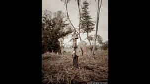 مرد قبیلهای مورسی. عکسهای جیمی نلسون