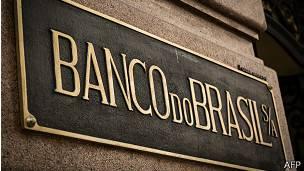 Placa en la fachada de una sede del Banco do Brasil.