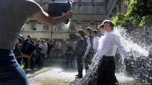 牛津大學學生生活的昨日今朝