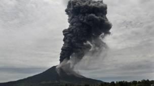 माउंट सिनाबुंग ज्वालामुखी