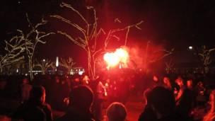 """Confira as imagens feitas pelos leitores da BBC Brasil sobre o tema """"fogos de artifício"""". Foto: Clara Lamartine"""
