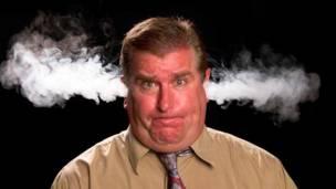 dolor de cabeza fuerte y falta de aire