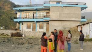 कास्कीको अर्मला गाउंविकास समितिको जोगीमारेमा जमिन भासिएको दृश्य