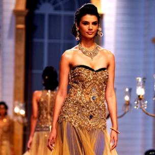 मुंबई, एंबी वैली, इंडिया ब्राइडल फ़ैशन वीक, फ़ैशन शो