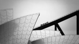 دار الأوبرا وجسر الميناء في مدينة سيدني الأسترالية