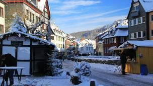 Рождественский базар в городке Бад-Мюнстерайфель