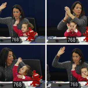 इतालवी सांसद लिसिया रोंज़ुल्ली और उनकी बेटी विटोरिया