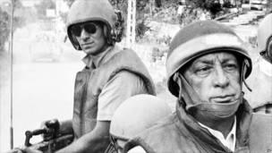 Ariel Sharon ari ministri w'ingabo (ari imbere)