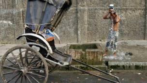 कोलकाता में रिक्शा चालक