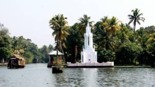 केरल की यात्रा, तस्वीरों में केरल, प्रकृति का सौंदर्य, भगवान का देश, लहरों पर तैरते आशियाने,