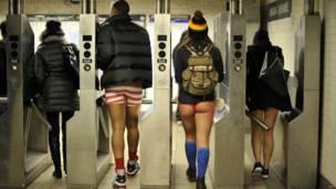 Пассажиры нью-йоркского метро