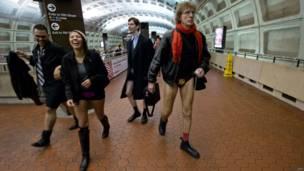 Participantes en el metro de Washington.