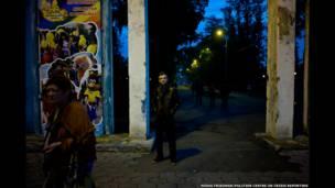 Константин Голава у входа в Центральный парк Тольятти