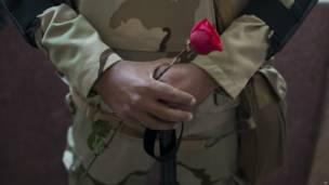 tentara dan mawar