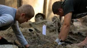 Buscando restos de soldados rusos caídos en la II Guerra Mundial