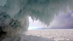 تشكيلات الجليد في بحيرة بيكال