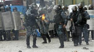 Коктейли Молотова использовали не только протестующие, но и милиция