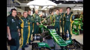 Pilotos e diretores de equipes de F1 viraram fotógrafos em um projeto de uma instituição de caridade.