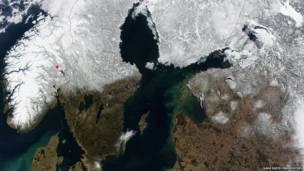 Скандинавия, фото со спутника НАСА. NASA Earth Observatory