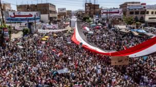 11 مارس 2011: الاف المتظاهرين خرجوا بعد صلاة الجمعة الى ميدان التغيير. عبدالرحمن جابر