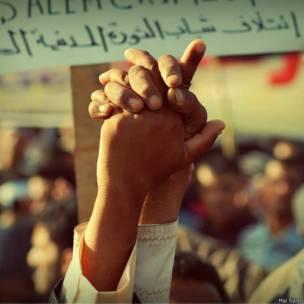 صور من المظاهرات في صنعاء عام 2011 بعدسة مي نصيري.