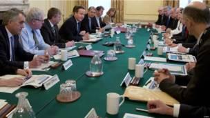 英国首相终于召开应急委员会