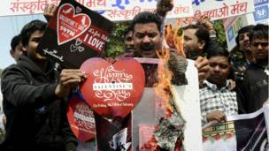 Hindu na adawa da Valentine.