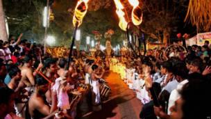 केरल के कोझीकोड शहर के श्री वलयनाड देवी मंदिर में आयोजित एक उत्सव