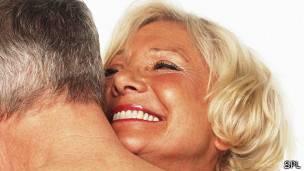 maduras con joven parejas haciendo el amor
