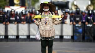 Seorang demonstran. Foto: Damir Sagolj/Reuters