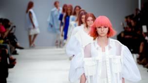 लंदन फ़ैशन वीक. एमा लिंच/बीबीसी
