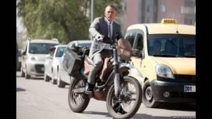 Daniel Craig dalam Skyfall, London Film Museum
