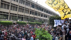 طلاب يحتشدون للتظاهر في جامعات مصر