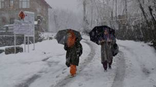 भारत प्रशासित कश्मीर में बर्फ़बारी