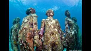 متحف تحت الماء للفنان جيسون ديكاريس تايلور
