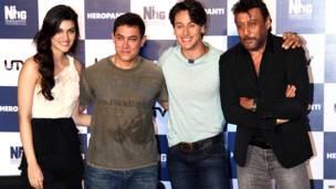 कीर्ति सैनन, आमिर ख़ान, टाइगर श्रॉफ़ और जैकी श्रॉफ़.