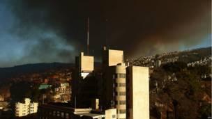 Columna de humo en Valparaíso, Chile