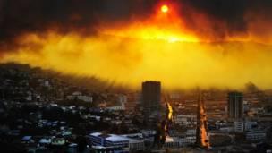 Una columna de fuego y humo cubre la ciudad de Valparaiso
