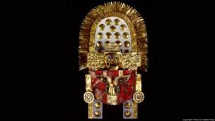 El Tocado (750-1350 A.D). Museo Sican. Foto Rafael Rioja. Exhibición Peruvian Gold: Ancient Treasures Unearthed.