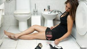 https://ichef.bbci.co.uk/news/ws/304/amz/worldservice/live/assets/images/2014/05/02/140502121826_hangover_girl_bathroom_624x351_thinkstock.jpg