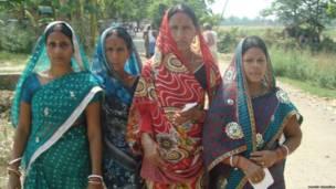 बिहार के सोनपुर में महिला मतदाता