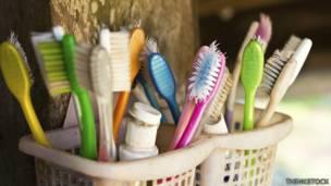 Cinco cosas que quizás no sabe de su cepillo de dientes - BBC News Mundo ff0773a89bbc