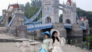 चीन,  बीजिंग वर्ल्ड पार्क, लंदन टावर ब्रिज