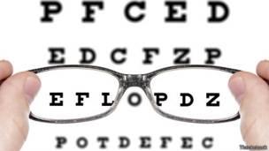 4e3d745beb Realmente usar gafas debilita la vista? - BBC News Mundo
