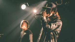 B-stylers interpretando hip-hop