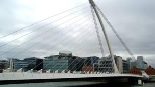 Мост Арфа в Дублине