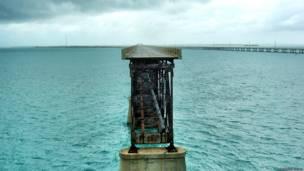 Остатки железнодорожного моста в Мексиканском заливе